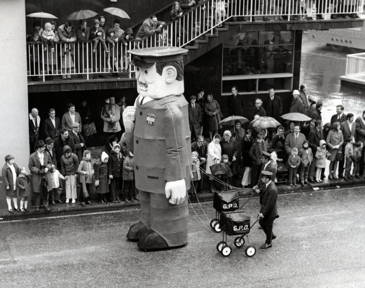 Giant postman, Lord Mayor's Show, 14 Nov 1970