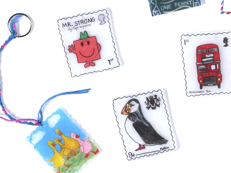 Make your own mini souvenir on shrink plastic. Choose from a key-ring, badge or magnet to take home.