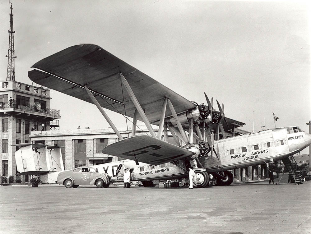 Croydon Airport, streamline van loading mail, 1935 (POST 118/394)