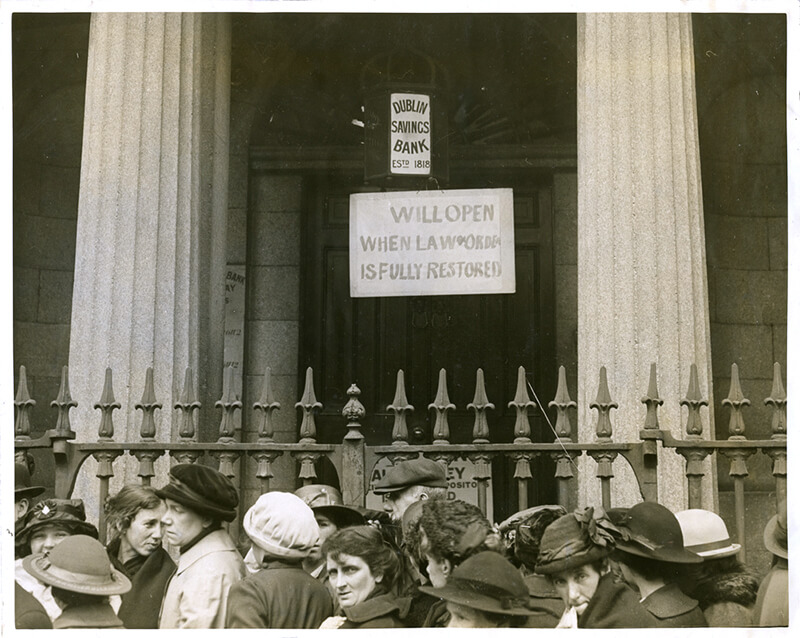 Photo of Dublin Savings Bank during Easter Rising in 1916.