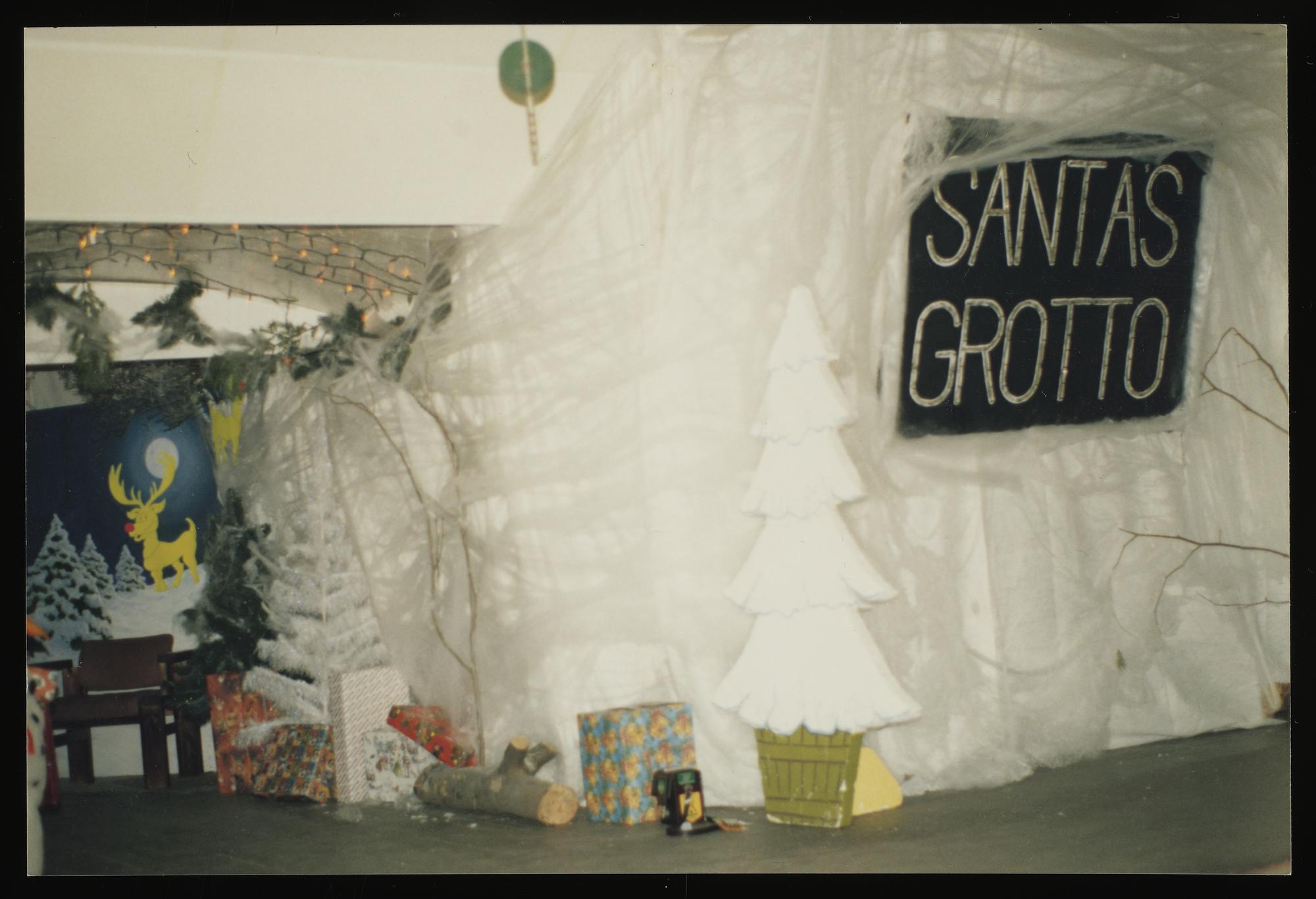 Santa's Grotto in Mount Pleasant, 1991-1992 ©Martin Longhurst's private collection